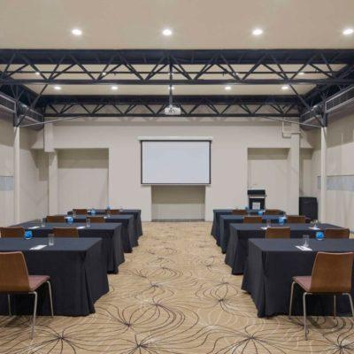 Classroom meeting set up